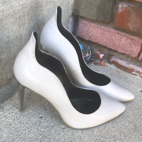 Also shoes size seven